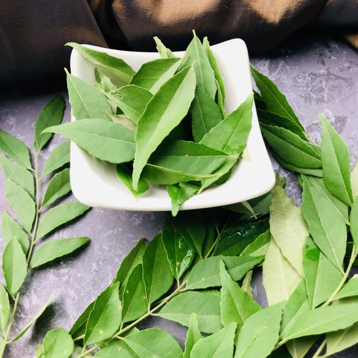 How to use and store curry leaves